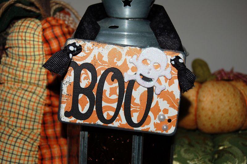Boo hanger